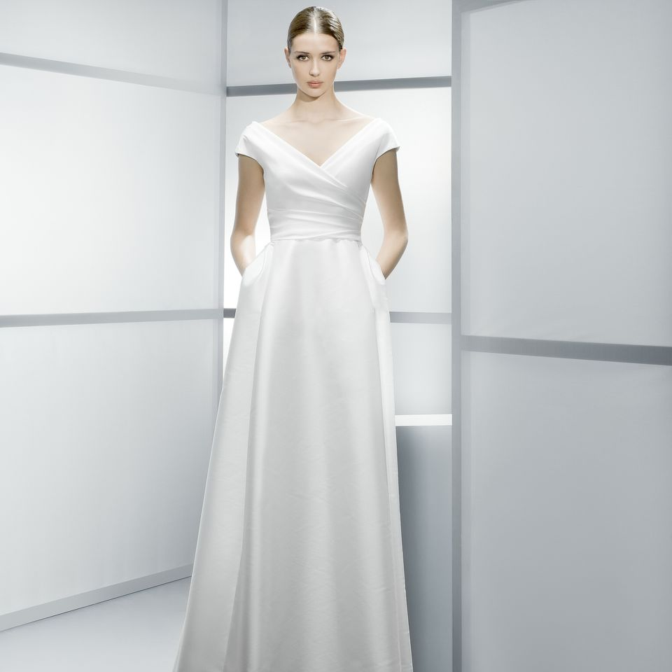 Simple wedding dresses non lace wedding dresses non for Spanish wedding dress designer